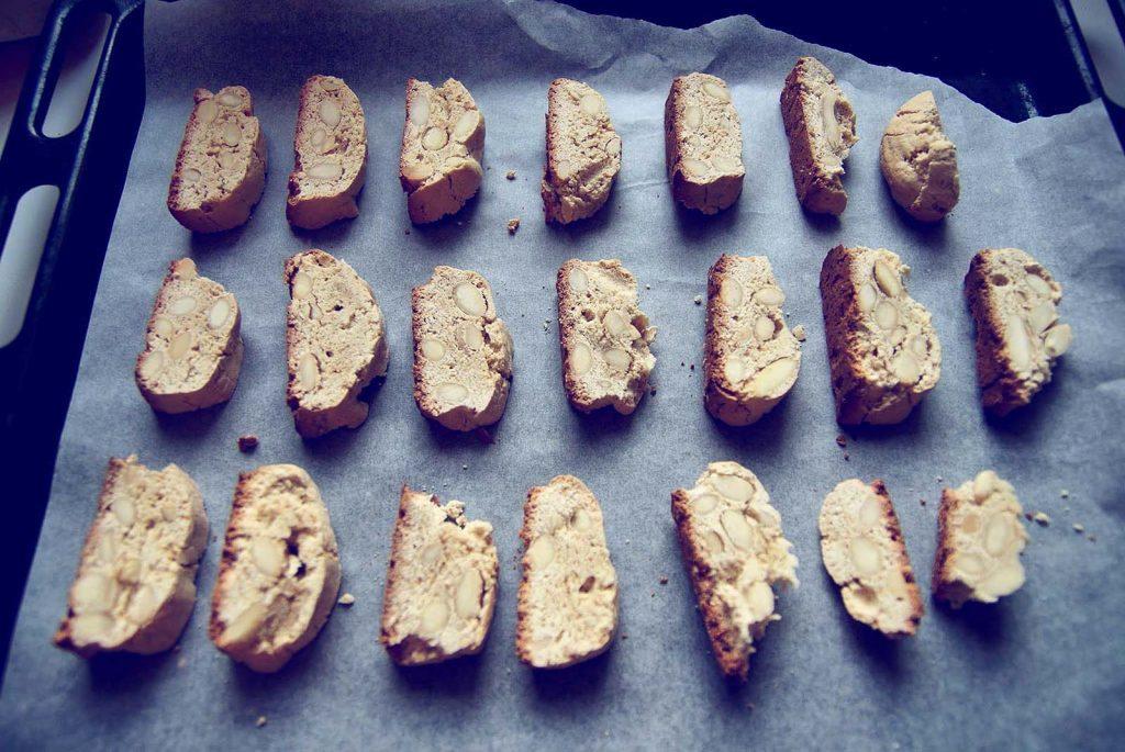 Bezglutenowe biscotti z migdałami na blasze