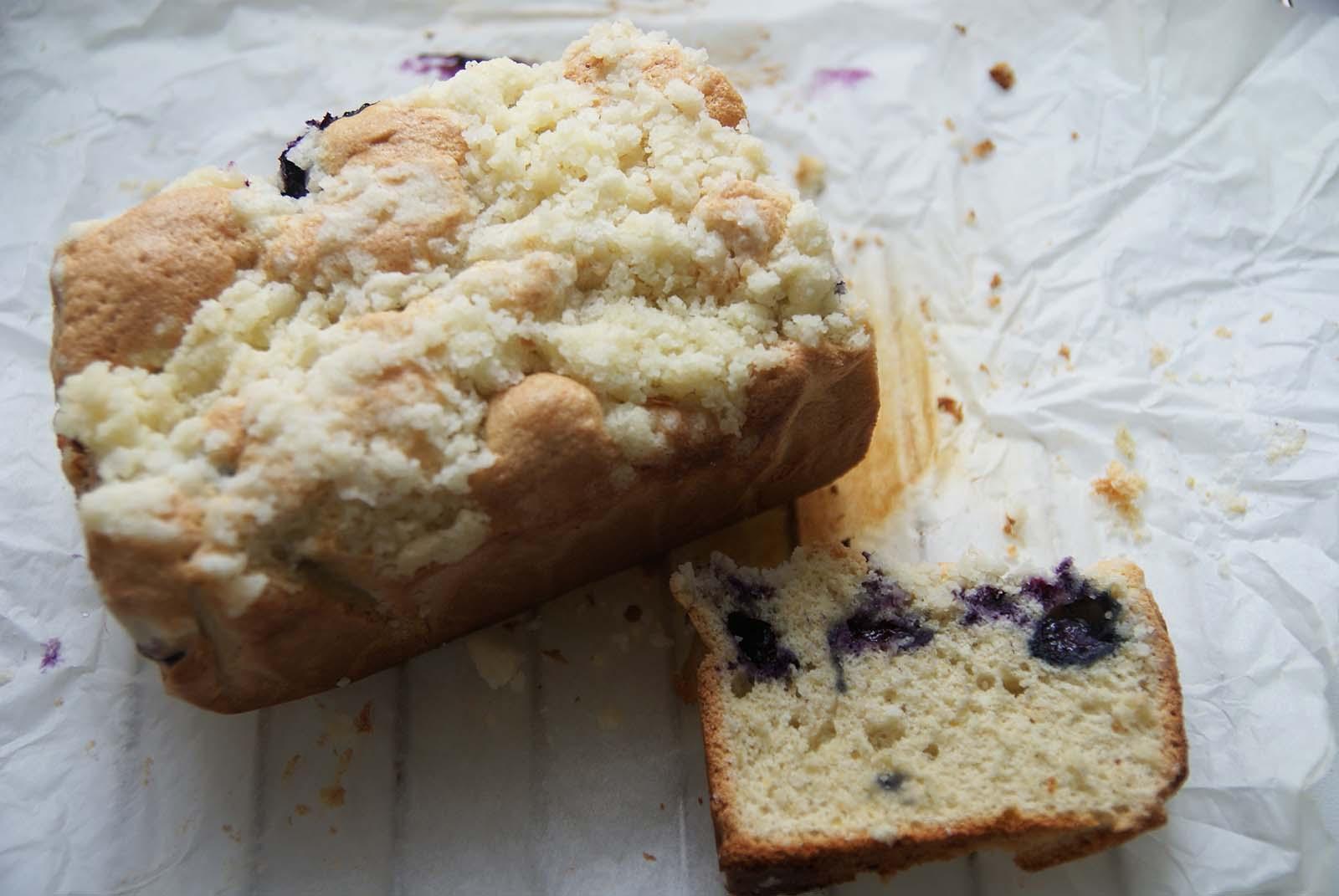 Ciasto bezglutenowe z kruszonką i borówkami