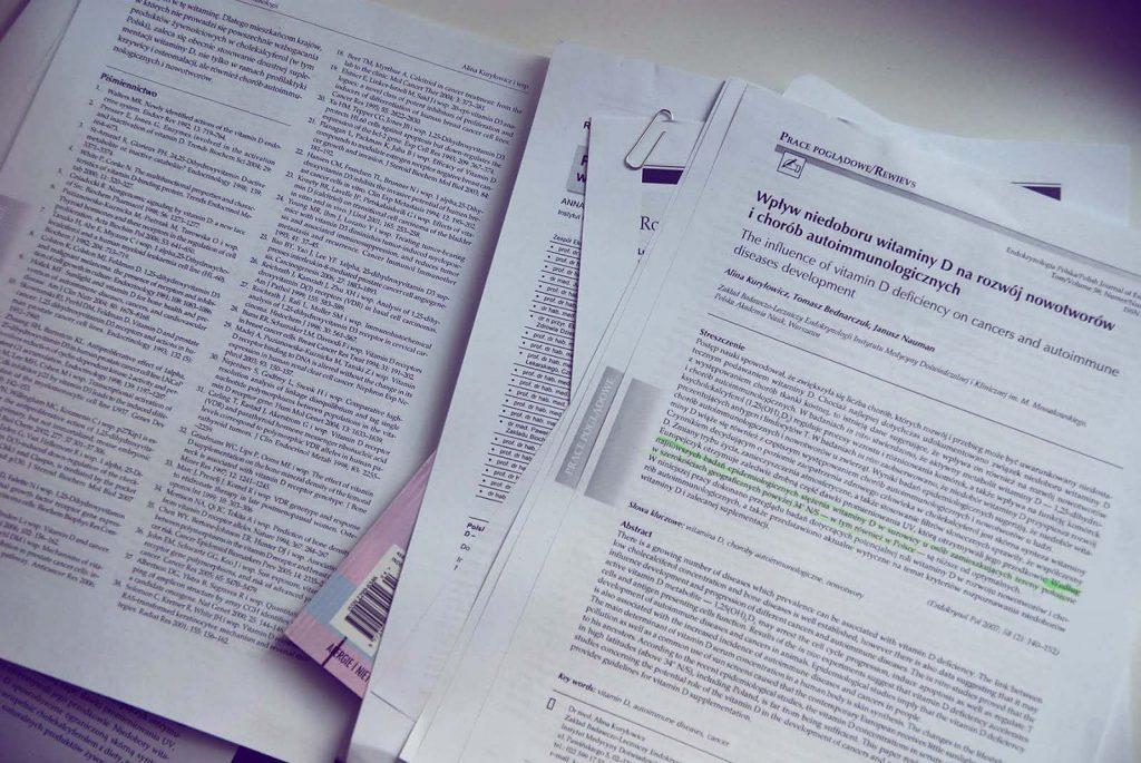 Stos artykułów na temat witaminy D