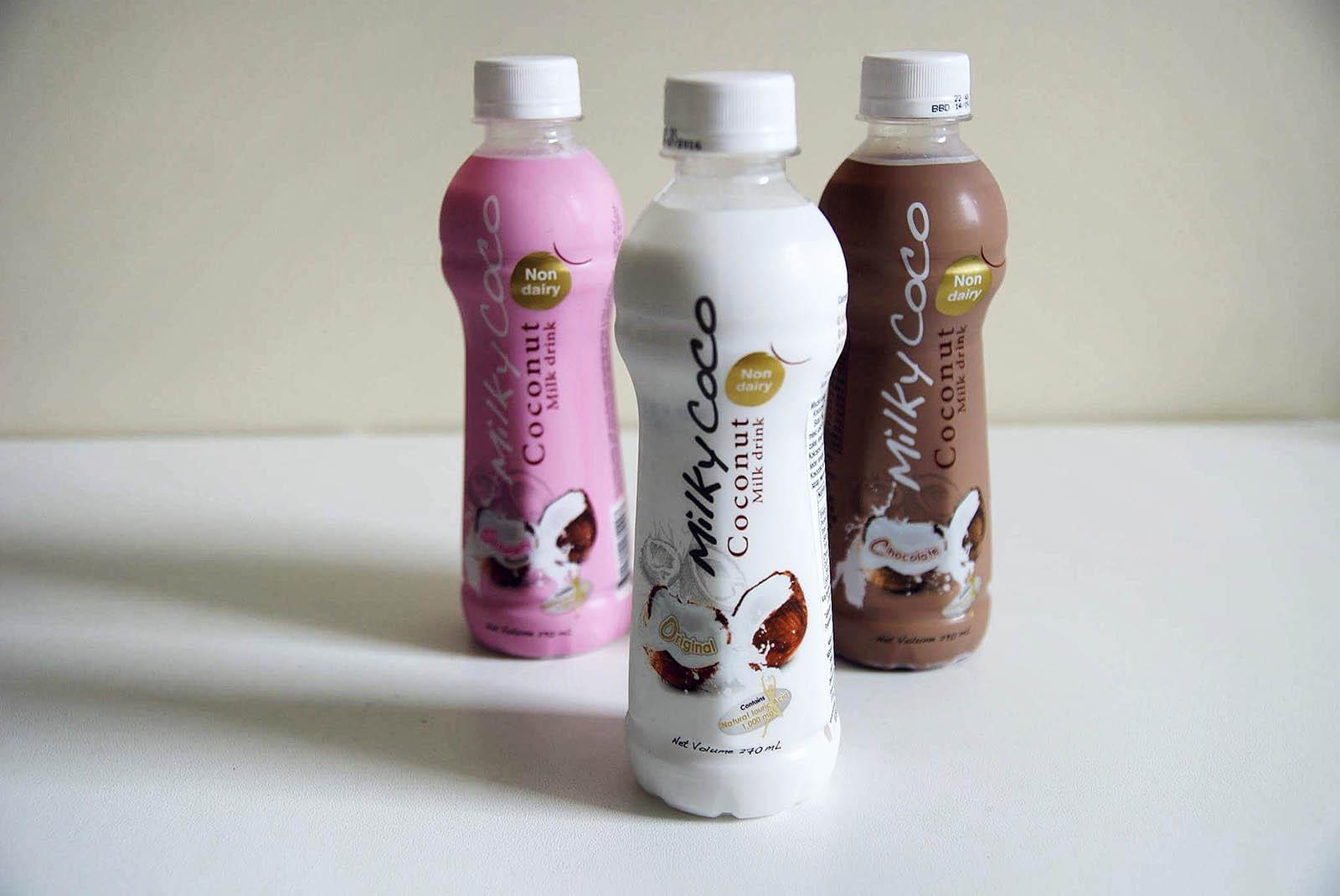 Mleka kokosowe w butelkach w trzech różnych smakach